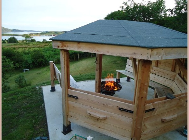 Summerhouse with firepit